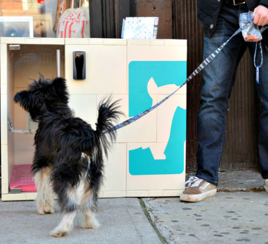 Dog Parker Security Waiting Station: Waiting crate for dogs on the street in New York (image via Facebook)