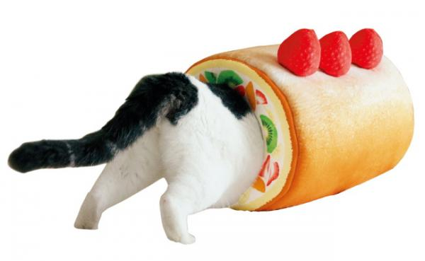 Fruit Crème Roll Cake Cat Tunnel