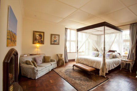 Elegant Giraffe Manor Bedroom (Photo by GIraffe Manor)