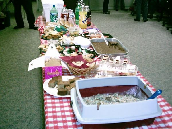 Kitty Litter Cake Is The Dessert Your Dysfunctional Office Deserves
