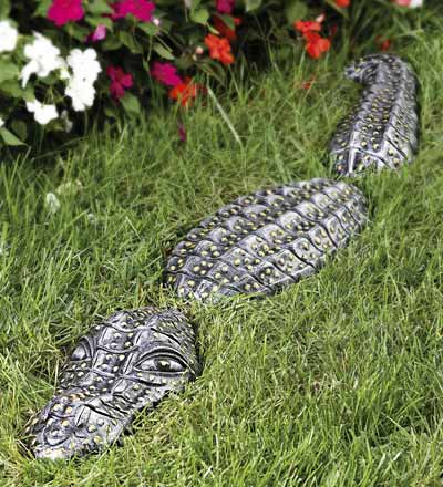 See ya later lawn gator for Alligator lawn decoration