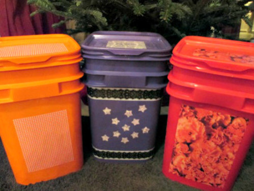 Create Laundry Hampers and Trash Cans from Recycled Cat Litter Containers: Via Kaidanne's Blog on Wordpress