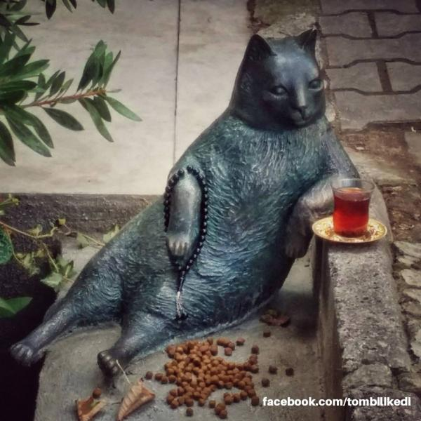 Istanbul's Most Casual Cat Immortalized With Bronze Statue
