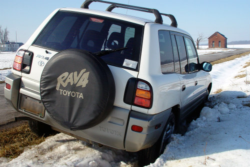 Use kitty litter for gaining traction for stuck cars and trucks