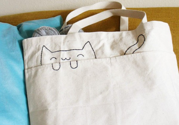 http://petslady.com/sites/default/files/inline-images/x3.10_Embroidered-Cat-Tote-Bag.img_assist_custom.jpg.pagespeed.ic.B1Msf2GKoA.jpg