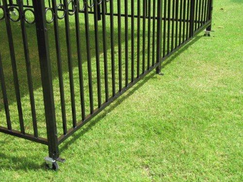 Canine Castle Windsor Kennel closeup