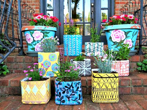 Garden Containers from Kitty Litter Containers: By blogger, artist and teacher Cassie Stephens