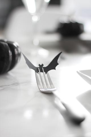 Easy Halloween Table Setting Idea