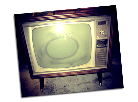 Vintage TV, as found: by Melissa via moderncat.net
