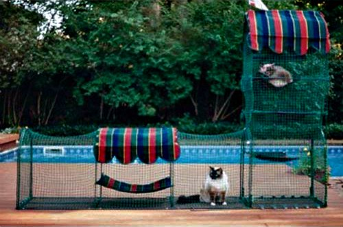 Mobile Pet Enclosure by Kittywalk: The Town & Country 'catio'