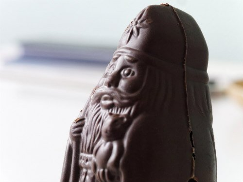 Chocolate Santa: Chocolate toxicity in pets can lead to death