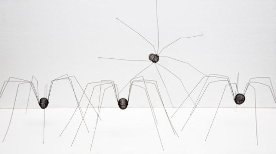 Daddy Long Leggs by Roth: A family of spider animal sculptures of Ben Roth.