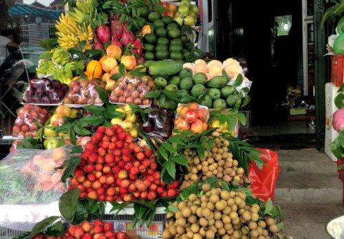 Feeding Fish Fruits & Vegetables: Fresh fruits for fish