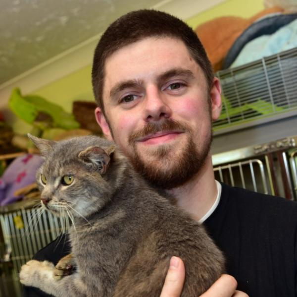 "Three-Eared Cat Dubbed ""Captain Kirk"" After His Final Front Ear"