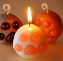Cat's Paw Candles Include An Illumination Claws